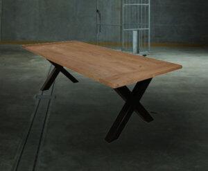 Industriele rechthoekige eettafel tafel stalen kruispoot achtergrond