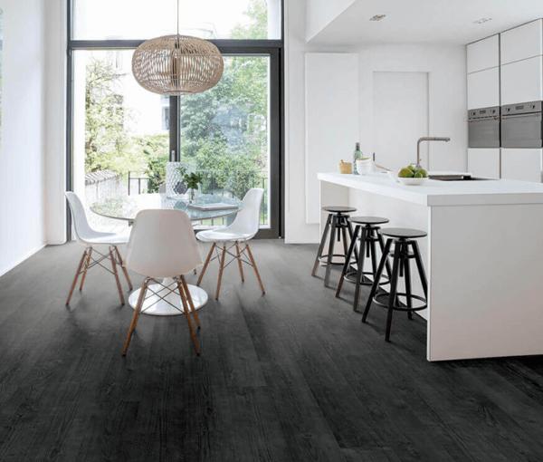 gebrande zwarte planken houten laminaat vloer